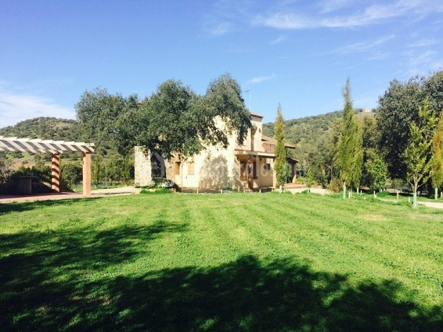Casa rural alcornocalejo en calera de leon badajoz for Casa rural jardin oriental