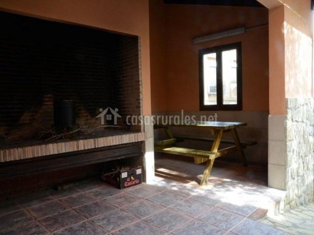 Casa domingo en manzanera teruel for Barbacoa patio interior
