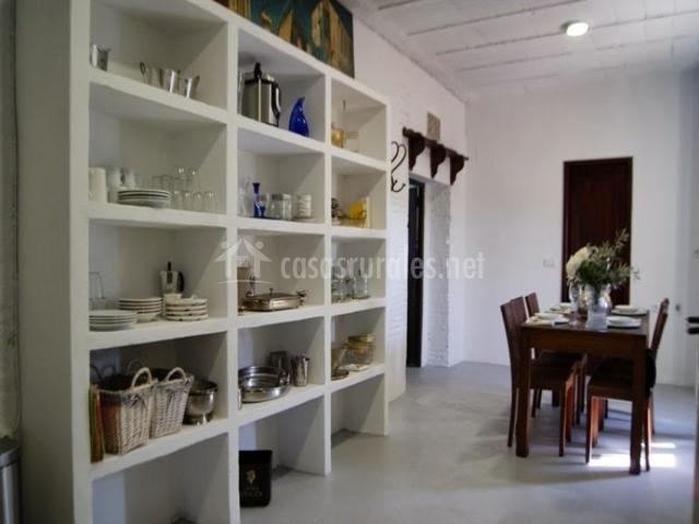 La masia el castellet en rafelguaraf valencia - Estanterias para comedor ...