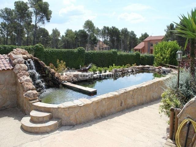 Finca sanumais y spa en cabra del camp tarragona for Cubierta estanque