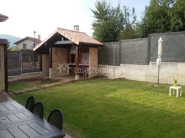 Casa petra en aizoain navarra - Jardin con barbacoa ...
